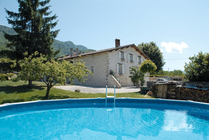 Gîte 4 étoiles  Royans-Vercors (jacuzzi/piscine)