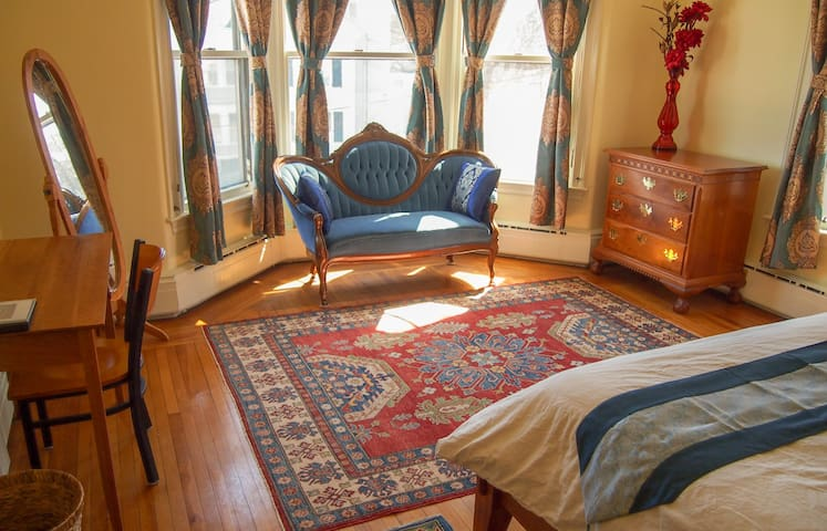 White Oak Villa - Bay Room