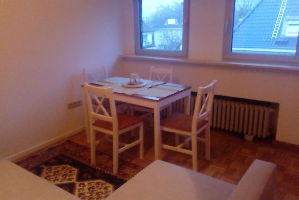2.Wohnzimmer mit doppelt Schlafsofa & Table / Living room with pull out double sofa and table
