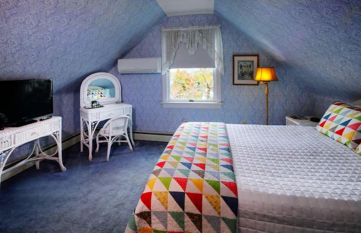 The Primrose (Room 4) - Luther Ogden Inn