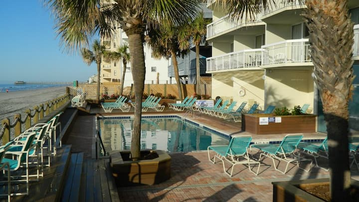 Oceanfront Condo 1 BR 2 BA- Remodeled-Unit 1106