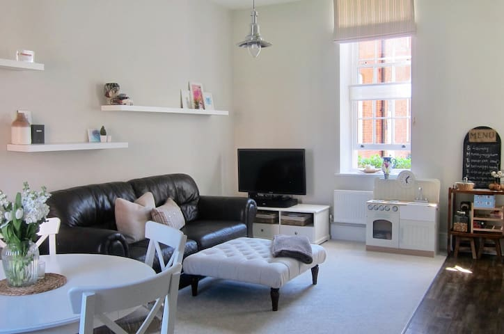 2 BR Apartment Close to Goodwood