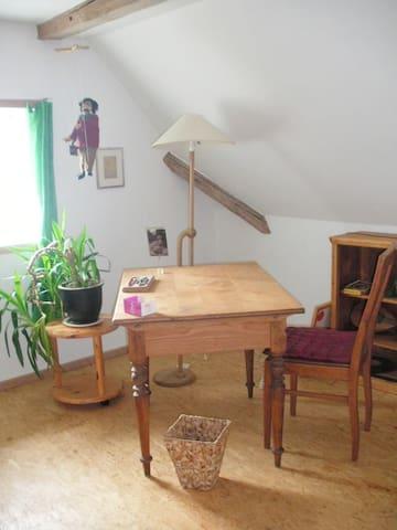 Vom Schreibtisch aus mit Blick in die Natur