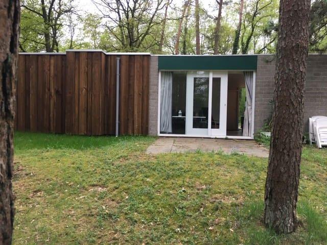 Sfeervolle bungalow in de bossen van Kootwijk.