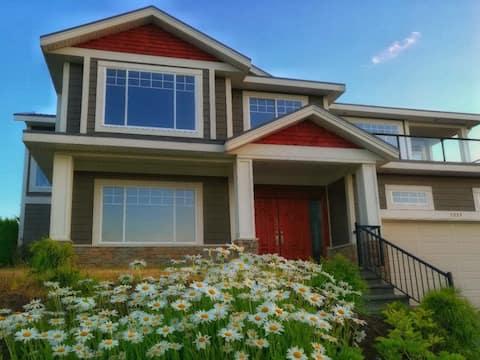 Beautiful North Nanaimo Ocean View House