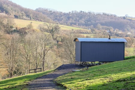 HiTech Private Shepherds Hut Slad Valley Cotswolds