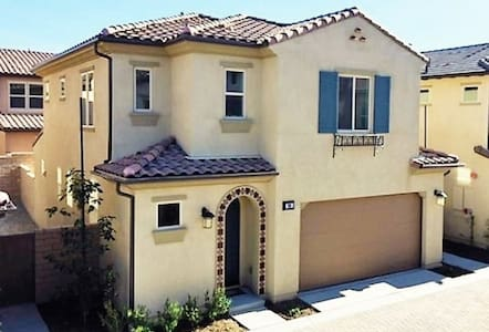 Brand New 3 bedroom House by Irvine Spectrum! - Lake Forest - Casa