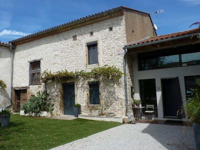 maison ancienne dans le sud de la France