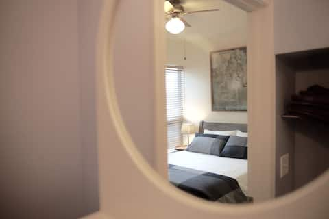 "Uptown ""Hideaway"" Queen Suite w/Private Entrance"