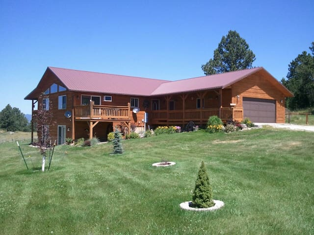 Beautiful Log Home with Stunning Views