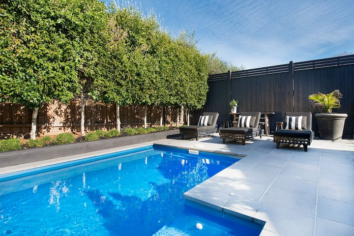 PORTSEA SPLASH - Resort Style Holiday with Pool