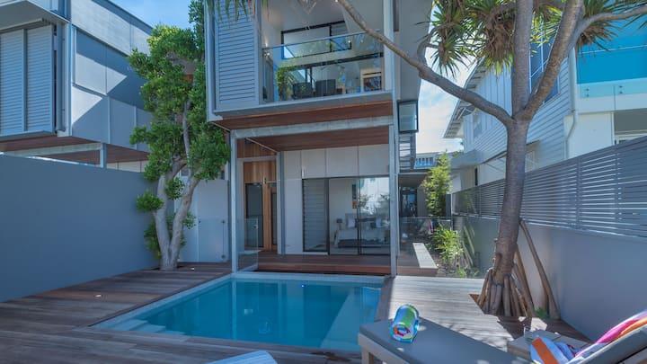 Luxury Ocean Villa - Beach Holidays Noosa
