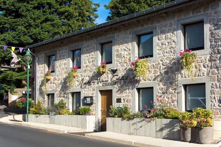 ANDRE ET VIVIANE CHATELARD CHAMBRES D HOTES - Saint-Bonnet-le-Froid - Guesthouse