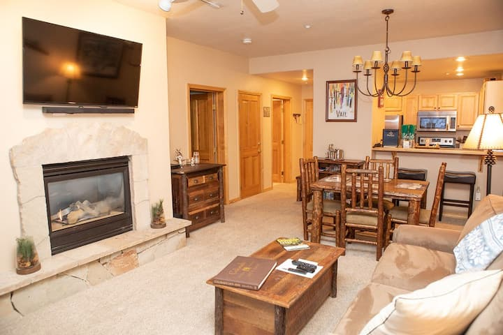 Charming Condo Steps from the Arrowbahn Ski Lift, Avoid the Crowds