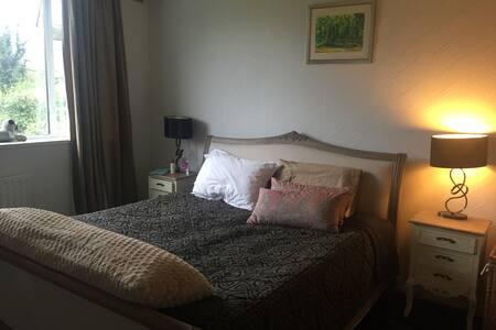 Old-fashioned warm light maisonette in Addlestone - Addlestone - Appartement