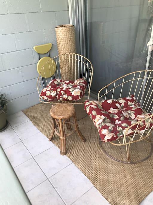 Lanai seating