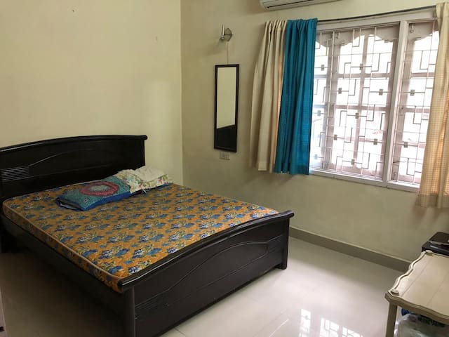 Spacious one bedroom in the heart of Indiranagar