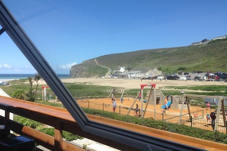 Ocean view apartment. Sleeps 4(+2) - Porthtowan - Apartment - 0