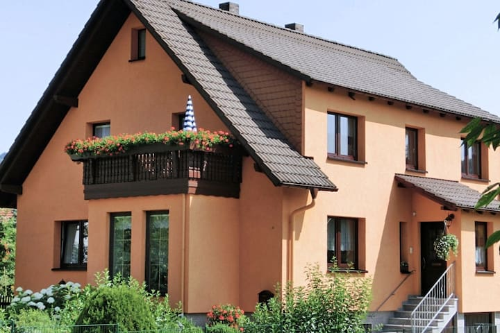 Lovely holiday home in the Thüringer Forest with balcony, deckchairs and barbecue area
