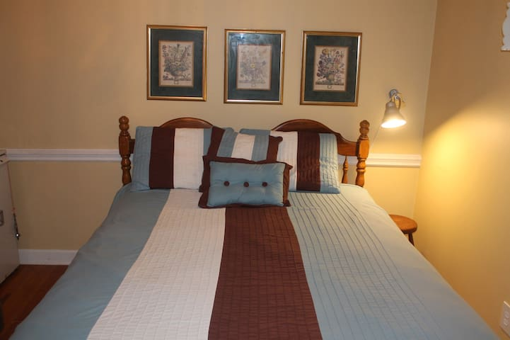 Queen bed,love seat,fridge,TV.Sep 1/2 bathNOshower