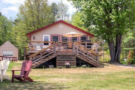 3BR Lakefront Wakefield Cottage - Wakefield