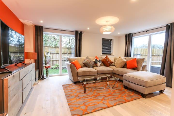 Field House - Modern Comfort in the Heart of Bucks