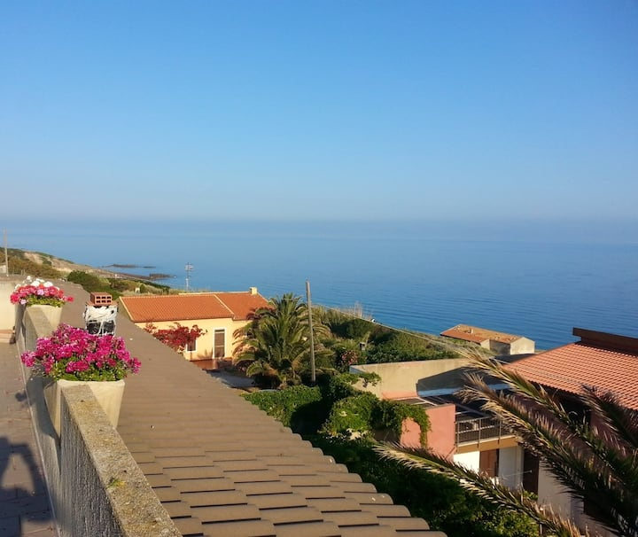 House with 2 bedrooms in Castelsardo, with wonderful sea view and furnished garden - 200 m from the beach