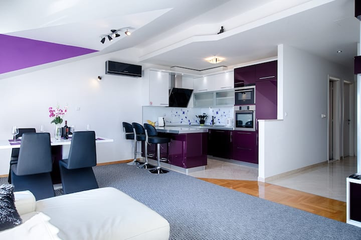 New Luxury Apartment Violet with garage