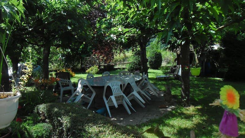 LA CHARRETTE : chambres d'hotes - Dunière-sur-Eyrieux - House