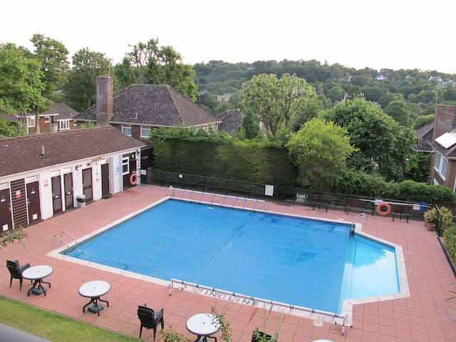 Relax within reach of the city with parking - Brighton - Huoneisto