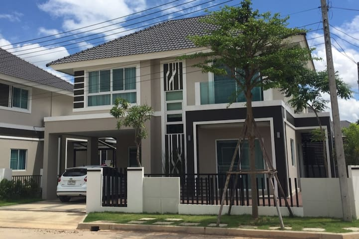[Private room] Two-storey house near famous plaza