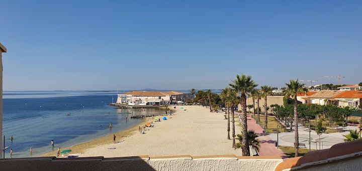 Appartement en bord de plage avec vue et terrasse
