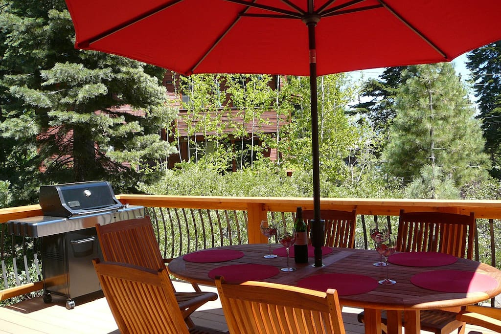 Enjoy Dining on the Sunny Deck