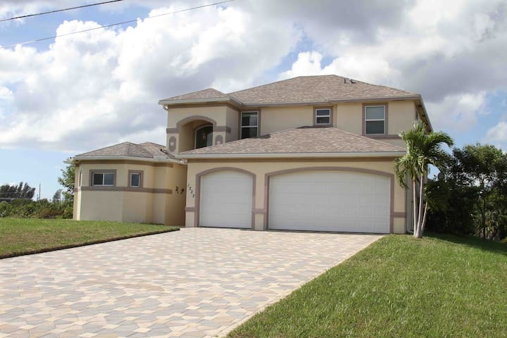 Spacious two story pool home. - Cape Coral - House