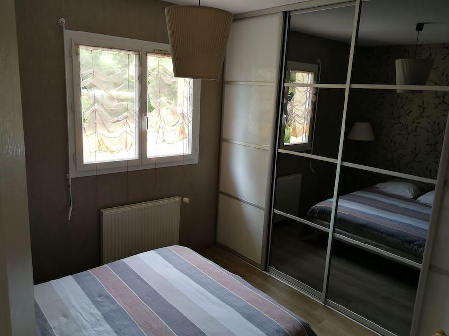 Chambre double No 2 côté placard