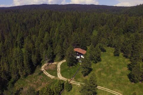 Southtyrol: alpine chalet without electricity