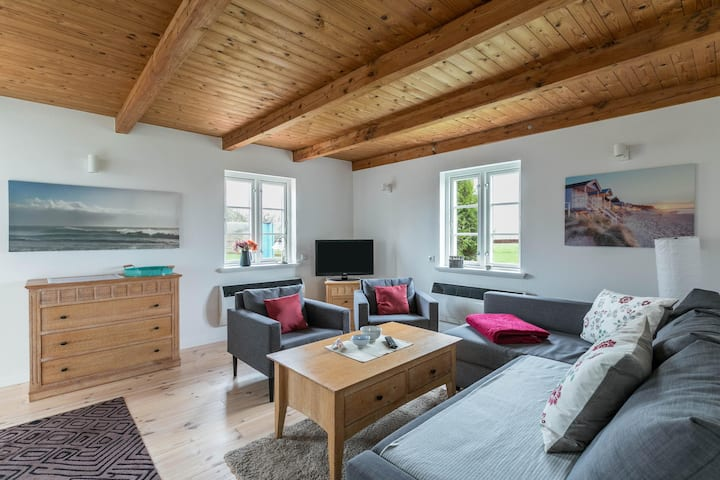 """Lovely Apartment """"Pony Peters Ferienwohnung 3"""" close to the Dyke with Shared Pool, Wi-Fi, Terrace, Garden & Sauna; Parking Available, Dogs Allowed"""