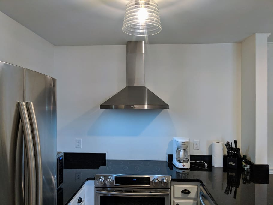 full kitchen with refrigerator, stove, oven, microwave and dishwasher