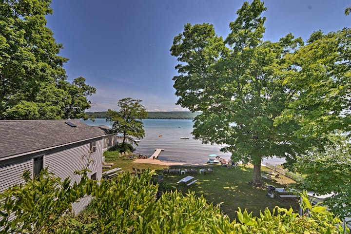 Lavish Apartment w/Decks on Little Glen Lake!