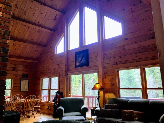 ​★SPACIOUS Log Home/Minutes to BrettonWoods/Cannon