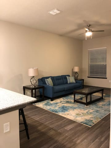 Cozy one bedroom near Town Center!