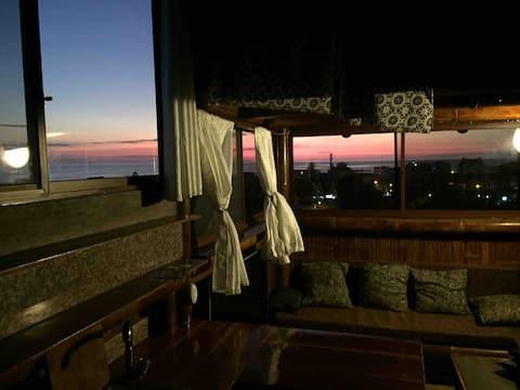 Studio apartment, ocean views A/C in montañita