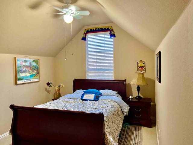 Room w private bathroom 10' from DFW, ValleyRanch