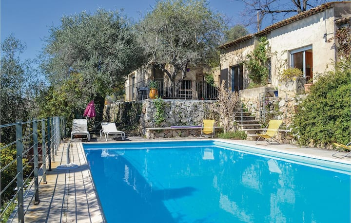 Awesome home in Cabris with WiFi and 3 Bedrooms