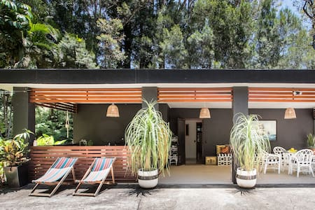 Adventure & Chill in Mid Century Style Pet Friendly Studio