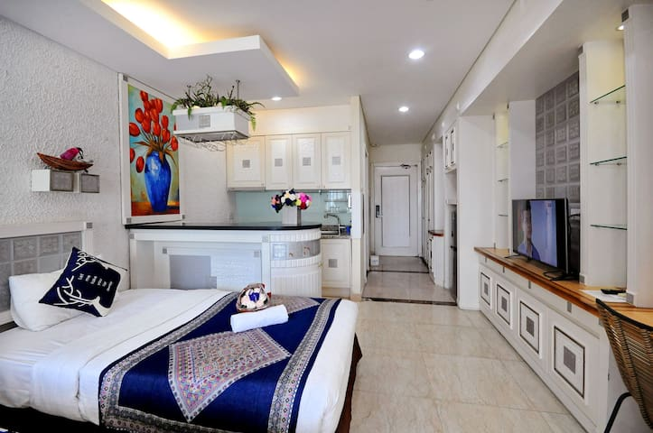Nice triple cozy style apartment at central beach