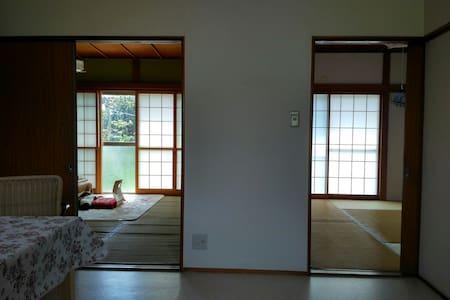 10位房客可以同时入住的日式住宅,免费停车,就近有大型超市,购物方便。 - Abiko