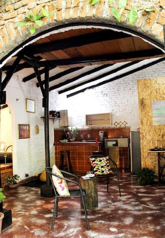 Interior del apartaestudio: Amplio espacio para escapar de la rutina, disfrutando de la tranquilidad, la naturaleza y el buen clima.