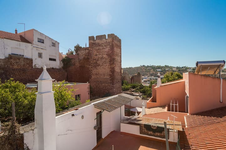 House with small garden and terrace in Silves