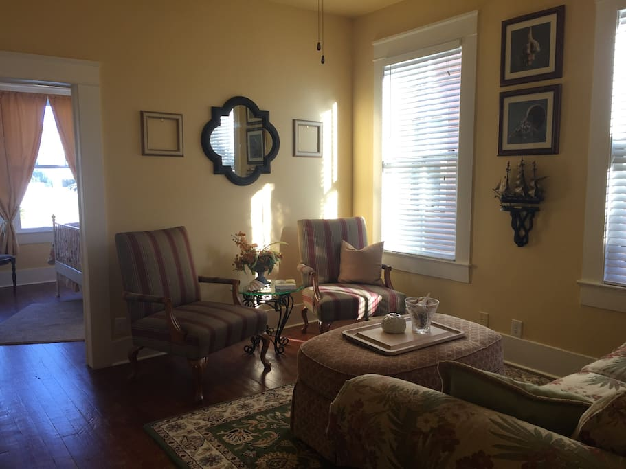 professionally decorated w antiques